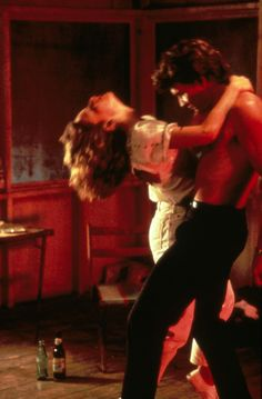 Baby and Johnny Castle / Jennifer Grey and Patrick Swayze in Dirty Dancing (a lil wider shot of another pic posted) Patrick Swayze, Dirty Dancing, Dancing Baby, Iconic Movies, Old Movies, Great Movies, Beau Film, Katharina Witt, Film Mythique