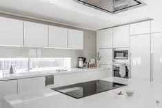 Kitchen Furniture, Kitchen Dining, Furniture Design, Kitchen Cabinets, Magazine Deco, Natural Kitchen, Decoration, Sweet Home, New Homes