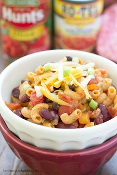 One Pot Vegetarian Chili Mac - One of THE easiest meals for busy nights! Everything cooks in one skillet, and the pasta absorbs SO much flavor! One Pot Vegetarian, Vegetarian Dinners, Vegetarian Recipes Easy, Veg Recipes, Crockpot Recipes, Cooking Recipes, Healthy Meals, Dinner Recipes, Dinner Healthy