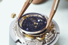 This Planetarium Watch Has All The Planets Rotating In Real-Time | Physics-Astronomy
