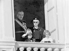 Prince Rainier, Princess Caroline, Prince Albert, Grace Kelly, Classy Women, Her Style, Nostalgia, Royalty, Celebrities