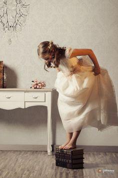 ¿Quieres unas fotografías de comunión originales con un diseño que roce la elegancia?Tu fotógrafo en Murcia te garantiza las mejores.Reserva en el 968299350
