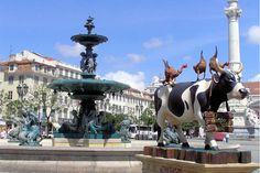 J'y suis allée ! PORTUGAL - Au cœur de la Baixa,praça deFiguiera est l'une des places principales de Lisbonne. On y trouve notamment de nombreux petits restaurants à tester absolument.De curieuses sculptures y côtoient des monuments classiques.