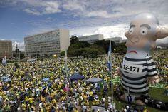 Lula registra queixa contra jornalistas e inventor do boneco Pixuleco