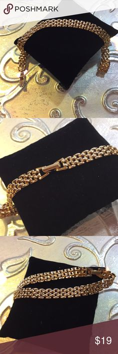 """Open Weave Goldtone Chain style Ankle Bracelet Very shiny Vintage open weave flexible chain ankle bracelet 9"""" With safety style clasp   Please  use photos and title as  the main description. Final cleaning to be done by you.  All jewelry is pre-owned and may show appropriate wear for the age of the piece.    Our jewelry comes from estate sales, we have no control over the origin of it.   Please Ask if you have questions, and check out my other listings too as we liquidated our antique mall…"""