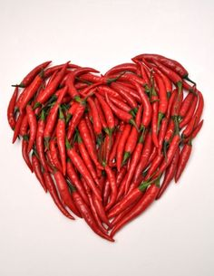 hart van rode pepers - Valentijn Some Like It Hot, Heart Art, Spicy, Ratatouille, Dressing, Yummy Food, Vegetables, Cooking, Pasta