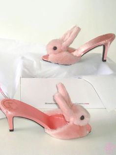 bunny slippers in pink!!!