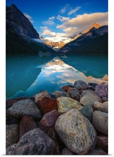Rocky shore on Lake Louise Canada Beautiful World, Beautiful Places, Beautiful Pictures, Stunningly Beautiful, Beautiful Rocks, Lake Louise Lodge, Places To Travel, Places To See, Lac Louise