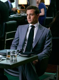 Harvey Specter looking sharp in his Tom Ford Peak Lapel Suit