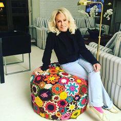 GentEEE e esse puff da @anamaria16  ela disse que ganhou de uma artesã de Minas  #repost #inspiracao #feitoamao #handmade #crochê #crochet #fiodemalha #fioecologico #fioreciclado #trapilho #trapillo #ideias #totora #crochetlove #crochetaddict #alfombra #crochetart #crochetlife #lovecrochet #crochetbag #ganchillo #ganchilloxxl #tejer #trapilloadiction #ganchillocreativo