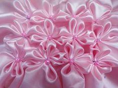 Canadian smocking Tutorial in Petal flower smocking design Textile Manipulation, Fabric Manipulation Techniques, Smocking Plates, Smocking Patterns, Make Your Own Stamp, Canadian Smocking, Smocking Tutorial, Rose Design, Craft Patterns