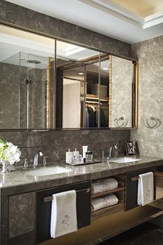 Discover inspiration for your Luxury bathroom. Luxury Bathroom Interior design trends ideas for you. Luxury Master Bathrooms, Bathroom Design Luxury, Amazing Bathrooms, Modern Bathroom, Master Baths, Dream Bathrooms, Minimalist Bathroom, Interior Design Trends, Design Ideas