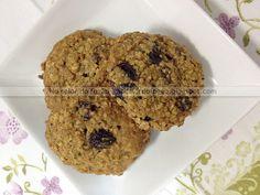 Cookies de aveia, banana e passas - pouca gordura, pouco açúcar, bem do jeito que as crianças precisam (e gostam!).