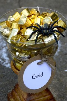 Pot of Gold - good snack idea or party favors for an Indiana Jones party. Indiana Jones Party, Lego Indiana Jones, Pirate Birthday, Boy Birthday, Pirate Theme, Birthday Ideas, Egyptian Themed Party, Pirate Halloween, Jungle Party