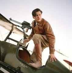 Leonardo DiCaprio as Howard Hughes in The Aviator costumes designed by Sandy Powell Howard Hughes, Martin Scorsese, Christopher Nolan, Jack Nicholson, Quentin Tarantino, Johnny Depp, Aviator Movie, The Aviator, Mtv