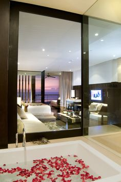 Luxurious bathtub in the suite