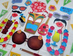PDF - Hawaiian Luau Photo Booth Props- PRINTABLE / DIY by chelawilliams on Etsy https://www.etsy.com/uk/listing/182784066/pdf-hawaiian-luau-photo-booth-props