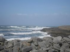 Doolin, Ireland: Rock crevices carved by the strong waves.