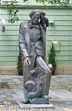 Garden Statues, Garden Sculpture, Cemetery Art, Bratislava, Bronze Sculpture, Cool Artwork, Art Forms, Still Life, Mona Lisa