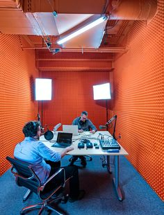 Studio Radio, Audio Studio, Music Studio Room, Sound Studio, Film Studio, Studio Room Design, Home Studio Setup, Media Room Design, Studio Interior