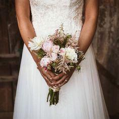 Mi preferido el Astilbe...Dulce, delicado y romántico  Flores: @rosarosamfloristeria #ramos #weddingdress #wedding #weddinginspo #flowers #flores #boda #me #vestido #detalles #instagram #bodasasturias #instagood