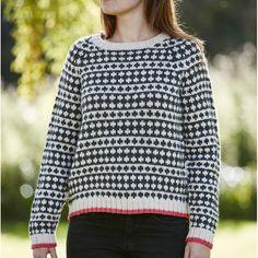 Ny strikkeshop har fået mønstret til den ikoniske sort-hvide sweater fra Mads Nørgaard. Når du shopper strikkekittet støtter du samtidig et godt formål, da al overskud fra salget går til Red Barnet