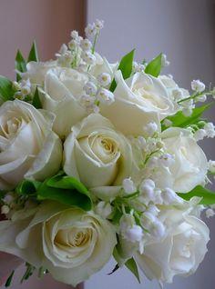 wedding bouquet from white roses, lily of the valley and ruskus / kytice z bílých růží, konvalinek a ruskusu / www.rosmarino.cz