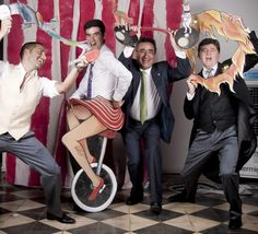 circus themed photobooth and wonderful props