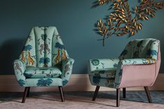 Jungle prints, natural materials and rich blues top the homeware looks for the new year Classic Blues, Latest Design Trends, Jungle Print, Color Of The Year, Home Look, Blue Tops, Accent Chairs, Home And Garden, Palm Print