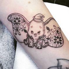 "Dumbo Tattoo - Jherelle Jay (@jherellejay) su Instagram: ""DUMBO . . #disney #tattoo #dotwork #cute #disneytattoo #mandala #pattern #girlswithtattoos #dumbo #dumbotattoo"