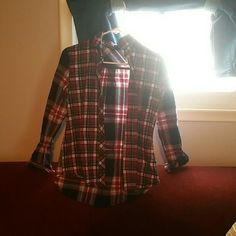Plaid long sleeve Super cute plaid shirt that is easy to dress casual in. Says it's a medium but feels more like a small to me Full Tilt Tops