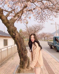 Find images and videos about girl, aesthetic and korean on We Heart It - the app to get lost in what you love. Ulzzang Korean Girl, Cute Korean Girl, Asian Girl, Girl Korea, Foto Casual, Uzzlang Girl, How To Pose, Kpop, Korean Beauty