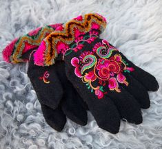 Folk Costume, Costumes, Swedish Embroidery, Free To Use Images, Knit Mittens, High Quality Images, Fingerless Gloves, Norway, Elsa
