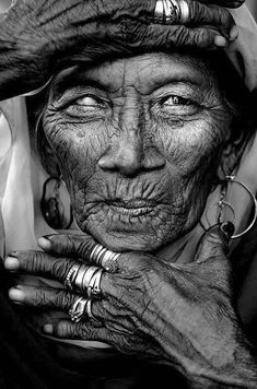 Old Lady wrinckles Old Lady wrinckles hands fingers lines of life blind powerful face intense eyes rings jewelry portrait beauty photo b/w. Foto Portrait, Portrait Photography, Photography Camera, Beauty Photography, Black And White Portraits, Black And White Photography, Old Faces, Desenho Tattoo, Ageless Beauty