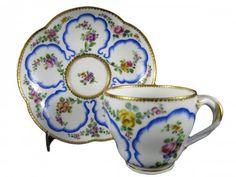 Gobelet et sa soucoupe en porcelaine de Vincennes XVIIIe siècle