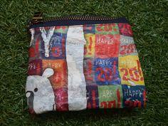 Monedero realizado con unas bolsas plásticas, y telas y cremalleras reutilizadas. <3 reciclyng!