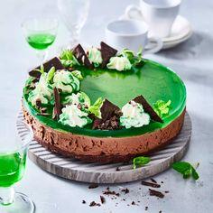 Minttukaakao-juustokakku | Meillä kotona Vegan Recipes, Vegan Food, Pudding, Baking, Cake, Desserts, Tailgate Desserts, Deserts, Veggie Food