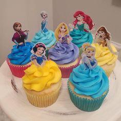 Torta Princess, Princess Cupcake Dress, Disney Princess Birthday Cakes, Princess Birthday Party Decorations, Princess Cupcake Toppers, Princess Theme Party, Disney Birthday, 5th Birthday, Princess Party Cupcakes