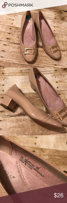 Aerosoles new tan heels sz 8 New never worn heels sz 8 tan with gold buckle AEROSOLES Shoes Heels