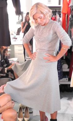 Kelly Ripa in a Joseph top and FRAME skirt from LIVE with Kelly and Michael Fashion Finder Girlie Style, My Style, Autumn Winter Fashion, Spring Fashion, Holy Chic, Kelly Ripa, Style Finder, Fashion Finder, A Line Skirts