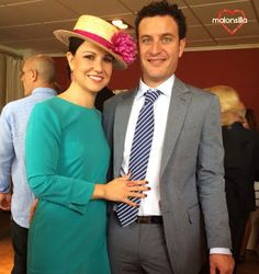 Malonsilla Artesanía - Sandra de boda con el canotier Vino Tinto en Castellón- Boater - Invitada boda
