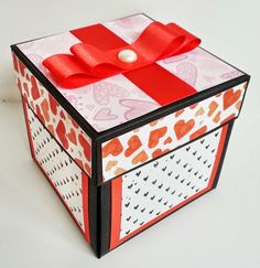 I like to browse the internet to get some inspiration for my work. Then I came across this beautiful heart explosion box made by Paloma. I ...