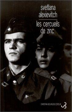 Les soldats soviétiques étaient rapatriés d'Afghanistan dans des cercueils de zinc. Un témoignage de la guerre d'Afghanistan, composé de plusieurs centaines d'entretiens. Cote : 848.03 ALE