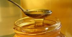Remedies Using Onions For Cold, Flu and Stuffy Nose - Everyday Remedy Cough Remedies, Home Remedies, Honey Benefits, Best Honey, Golden Honey, Natural Antibiotics, Dehydrated Food, Nutrition, Honey And Cinnamon