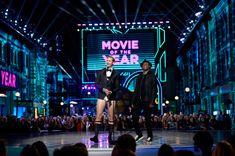 Alexander Skarsgard Photos - Actors Alexander Skarsgard (L) and Samuel L. Jackson speak onstage during the 2016 MTV Movie Awards at Warner Bros. Studios on April 9, 2016 in Burbank, California. MTV Movie Awards airs April 10, 2016 at 8pm ET/PT. - 2016 MTV Movie Awards - Show