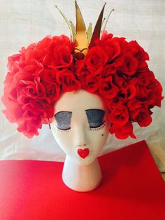 The Red Queen Rose Wig, Queen of Hearts Rose Wig for the birthday cake! Halloween Alice In Wonderland, Alice In Wonderland Tea Party, Queen Of Hearts Costume, Red Queen Costume, Red Costume, Costume Halloween, Halloween Make, Make Carnaval, Costume Makeup