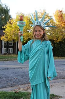 cheeriBABY: Halloween costumes 2012 -- statue of liberty - diy idea :) Patriotic Costumes, Punny Halloween Costumes, Cute Costumes, Carnival Costumes, Christmas Costumes, Costume Ideas, Adult Halloween, Halloween 2018, Diy Statue Of Liberty Costume