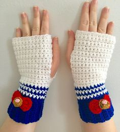 crochet potholder patterns These magical gloves are sure to compliment any otaku's wardrobe! Made using a durable and cozy acrylic yarn, they are highly detailed as well as Crochet Potholder Patterns, Crochet Dishcloths, Crochet Hats, Sailor Moon Crochet, Otaku, Moon Crafts, Crochet Neck Warmer, Kawaii Crochet, Sailor Princess