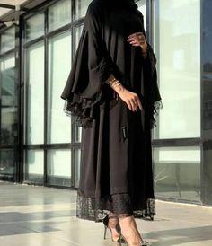 Modern Hijab Fashion, Street Hijab Fashion, Hijab Fashion Inspiration, Abaya Fashion, Muslim Fashion, Couture Fashion, Fashion Outfits, Estilo Abaya, Mode Abaya