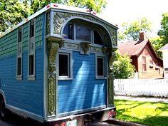paul-bezilla-mary-ellen-carter-beautiful-victorian-home-on-wheels-tour-bus-for-bluegrass-gospel-trio-stillstanding-the-flying-tortoise-001.jpg 557×418 pixels